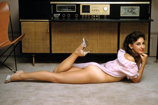 Girl_Console_Radio
